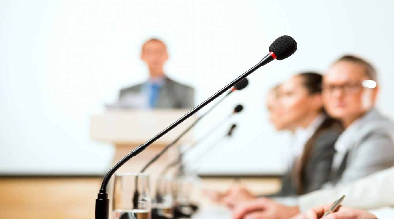 conference_microphone_people